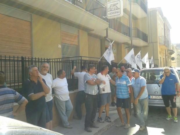 VITTORIA. CNA dopo il sit-in per protestare contro la chiusura della sede cittadina di Riscossione Sicilia