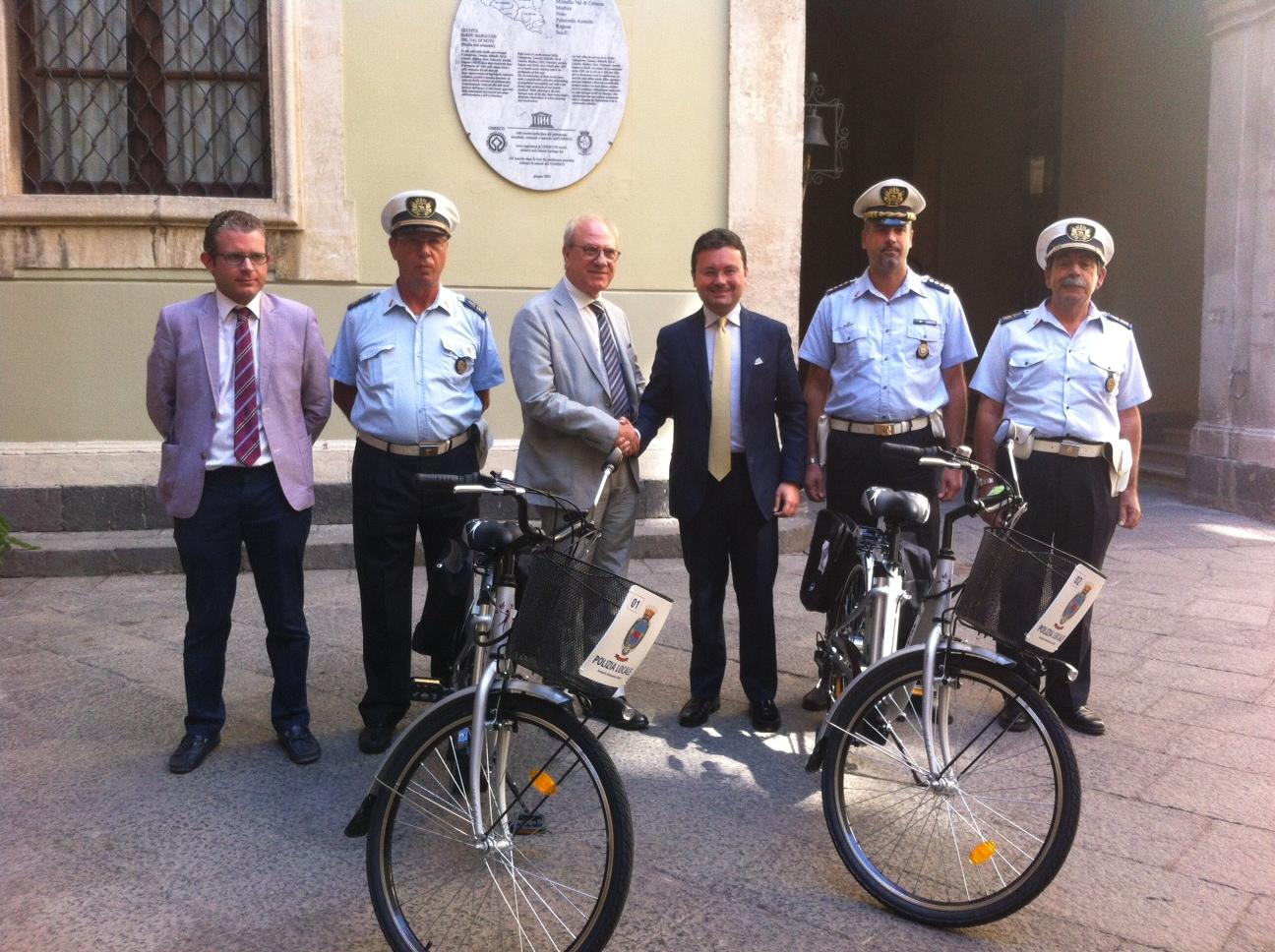 Sac dona a Vigili urbani due biciclette con pedalata assistita