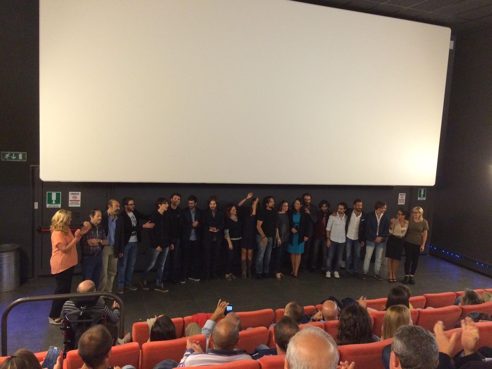 Dieci minuti di applausi per la prima di B.I.T.C.H. il film realizzato in terra iblea con attori ragusani