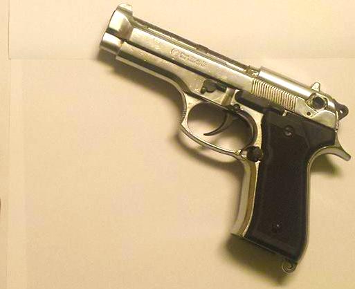 Corato. Rinvenuti pistola, munizioni e droga nascosti in un muro, in tre denunciati