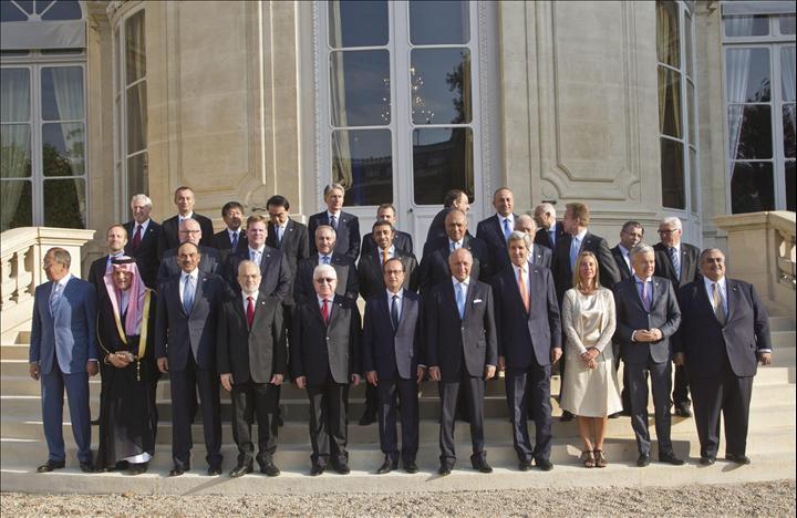 Iraq, Mogherini a Conferenza internazionale a Parigi: Isis minaccia senza confini, agire presto