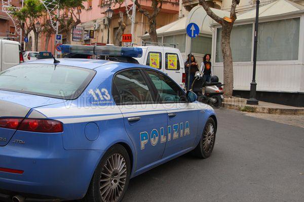 Pavia: la Polizia la salva dalle acque del Naviglio