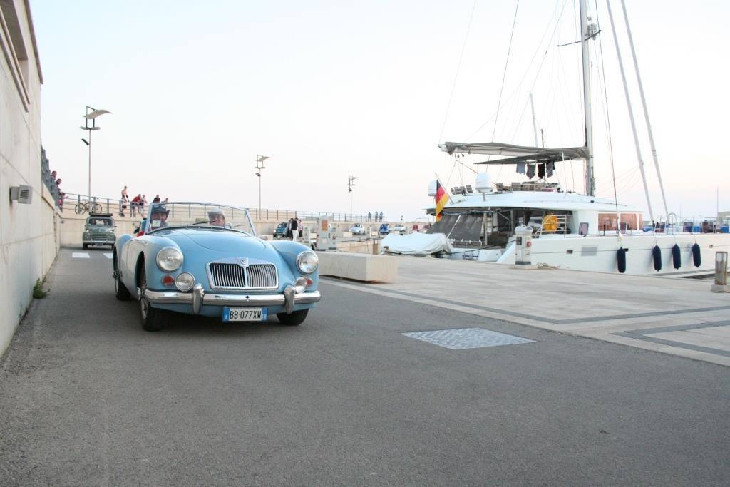 Auto d'epoca, Ferrari e Maserati, vernissage al Porto turistico