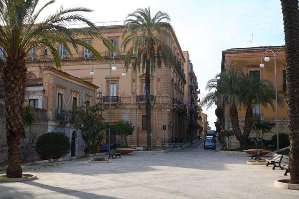 Vittoria, ricevuti dalla Commissione prefettizia i due carabinieri aggrediti in Piazza Manin
