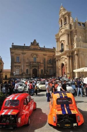 Una precedente edizione del raduno a Ragusa Ibla
