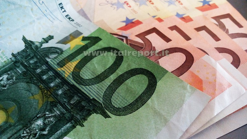 Mussomeli. Sequestro di merce e banconote contraffatte