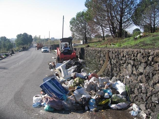 """Parco dell'Etna: in mille a ripulire l'area protetta per """"Meglio Parco, che Sporco"""""""