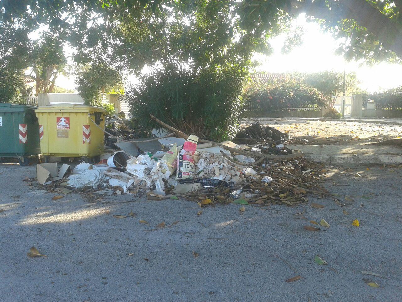 Ambiente degradato in via Jesolo a Marina di Ragusa