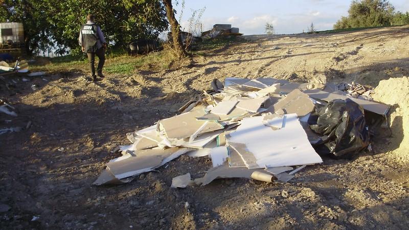 Chiaramonte Gulfi. Rinvenimento di rifiuti speciali e pericolosi in località Colombo