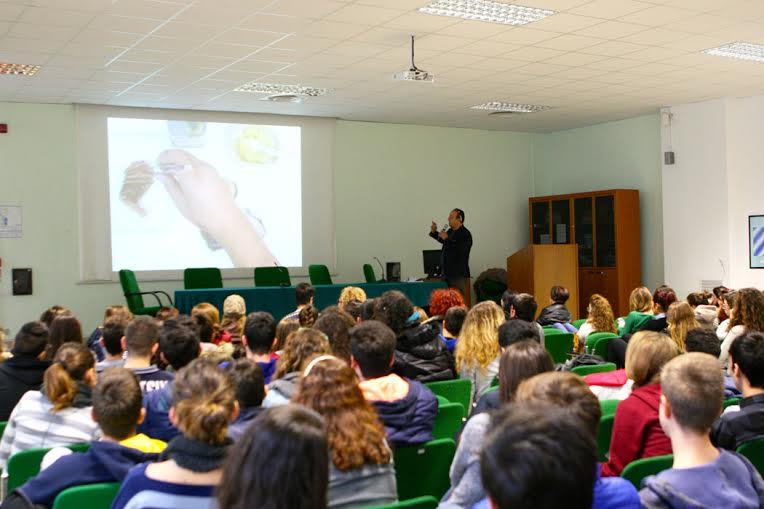 """Lo chef stellato Ciccio Sultano ha tenuto una lezione agli studenti del Liceo Scientifico """"E. Fermi"""" di Ragusa"""