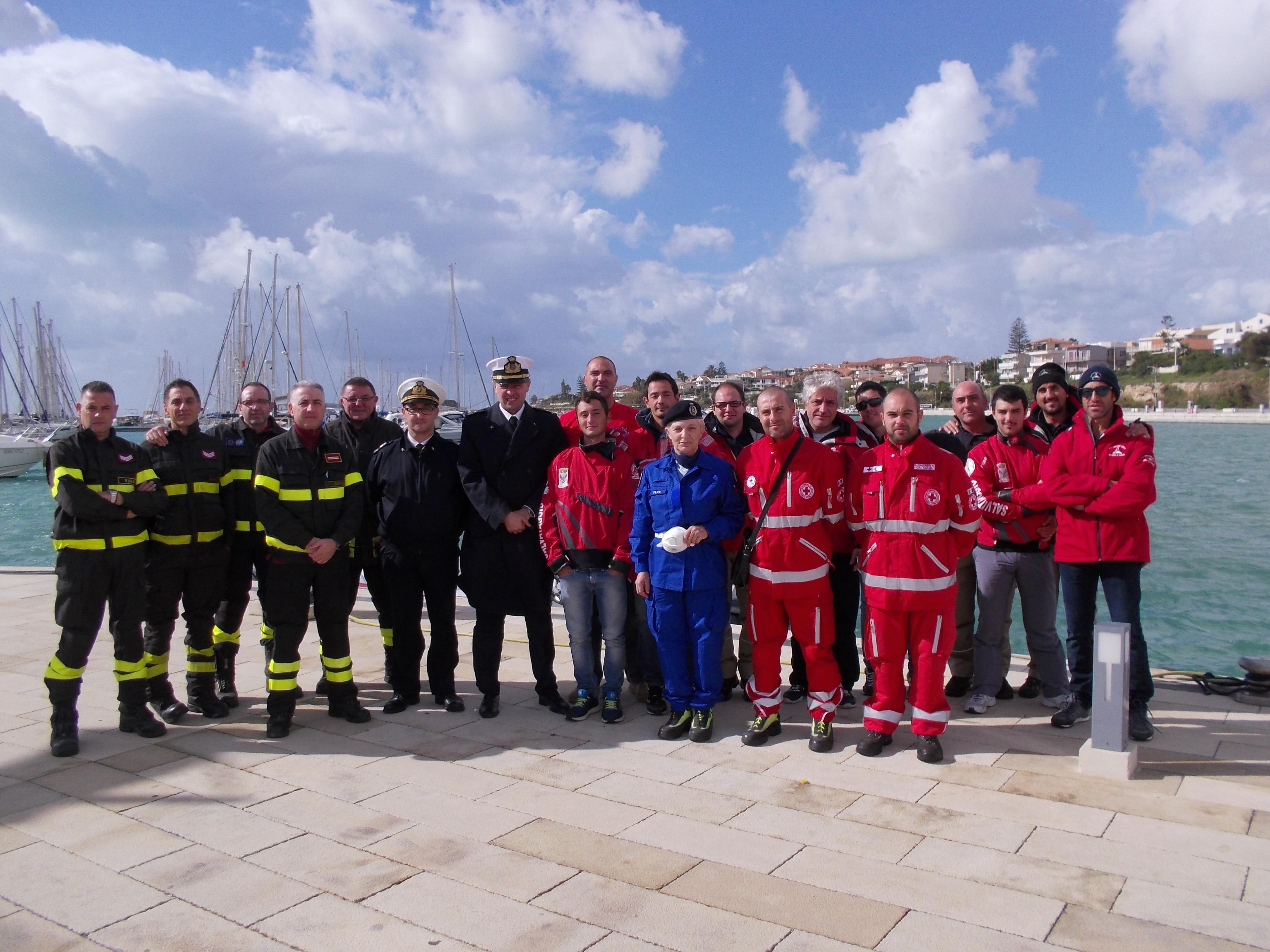 Porto turistico di Marina di Ragusa: la Capitaneria simula un vasto incendio per testare uomini e mezzi.
