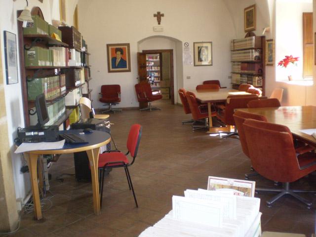 """Acate. Nuovi libri per la Biblioteca Civica """"Enzo Maganuco""""."""