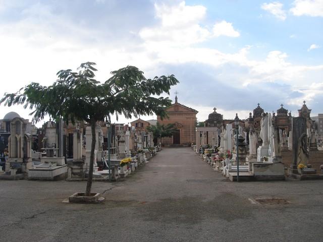 Acate. Bagni per disabili nel nuovo cimitero