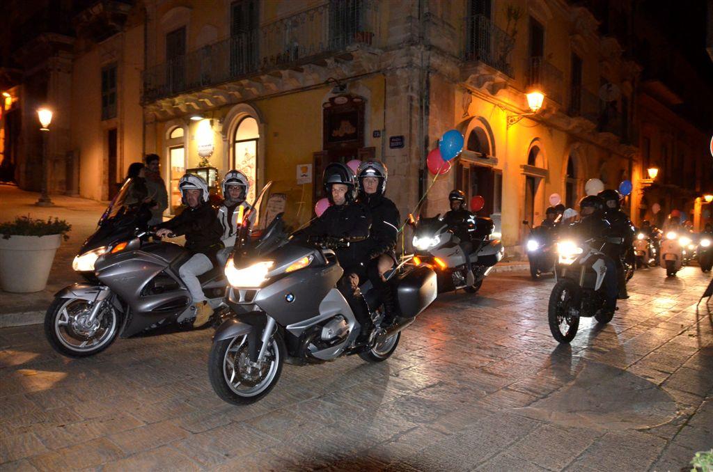 """Oltre centoventi centauri alla """"Motofiaccolata Città di Ragusa"""""""