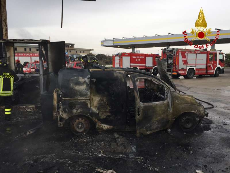 In fiamme un distributore sulla S.S. 115 tratto Ragusa-Modica