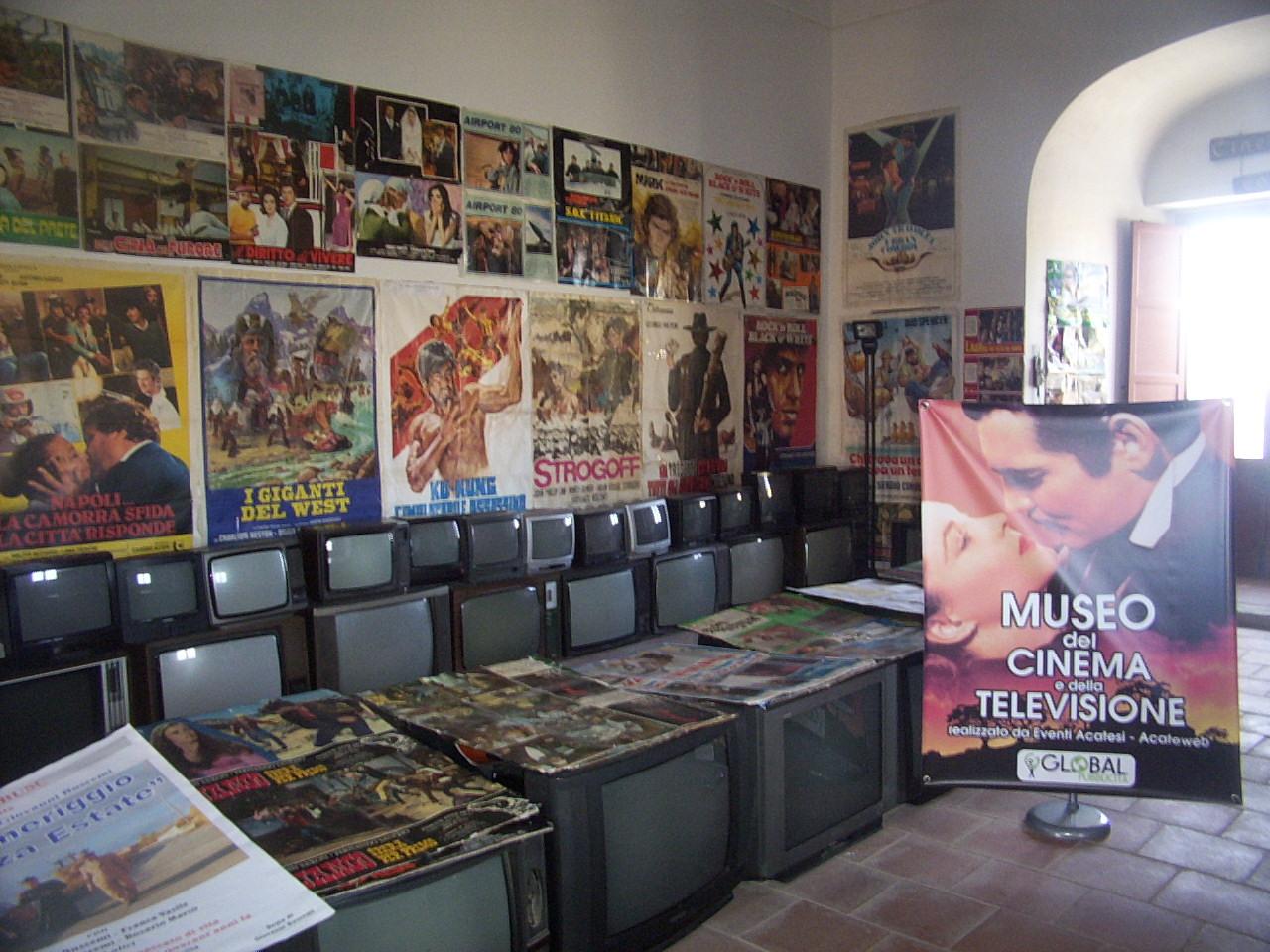 """Acate. Grandi consensi di pubblico e di critica per il """"Museo del cinema e della televisione"""", al Castello."""