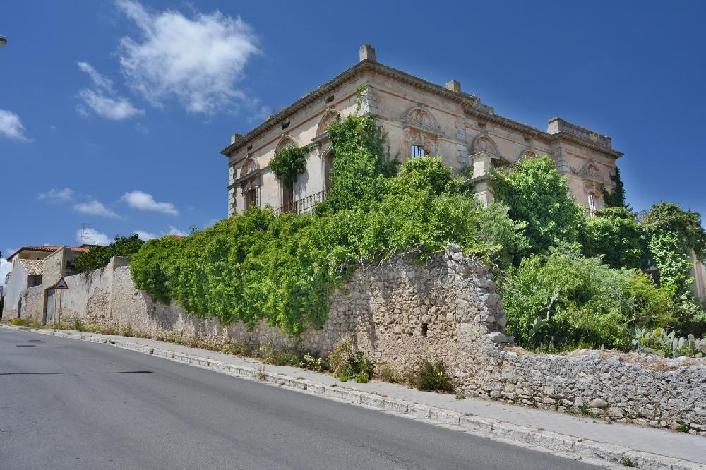 """Mario Chiavola: """"Serve un minimo di bonifica nell'area di Villa Montisanti a Ragusa"""""""