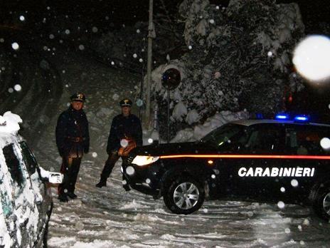 I carabinieri del Comando provinciale impegnati tutta la notte per la nevicata in provincia di Ragusa