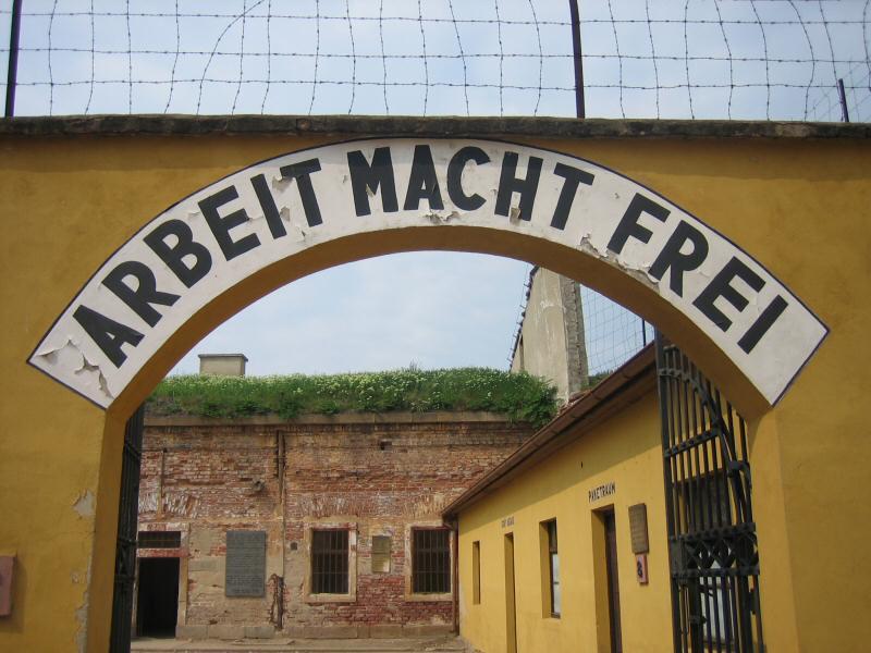 Carpi. Una fiaba musicale per raccontare ai giovani gli orrori del ghetto di Terezin.
