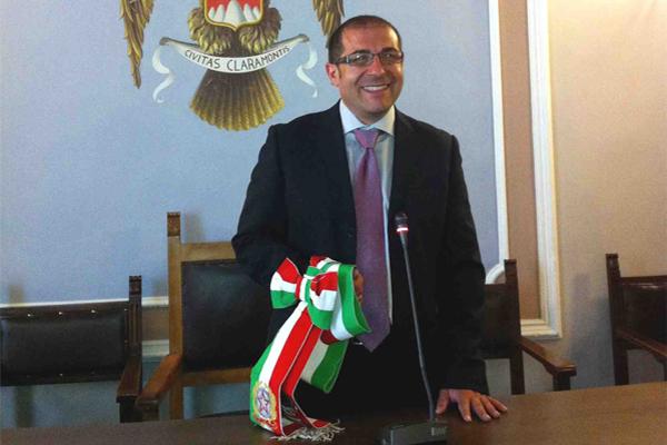 """Il sindaco Vito Fornaro: """"No alla chiusura dell'ufficio postale di Roccazzo"""""""