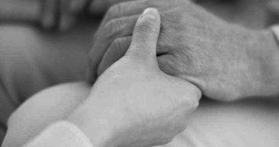 Misure di aiuto per le famiglie che assistono direttamente anziani non autosufficienti o invalidi