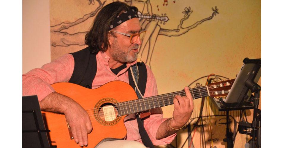 """Musica: """"concerto illustrato"""" con Carlo Muratori ieri sera a Ragusa alla ricerca dell'identità siciliana"""