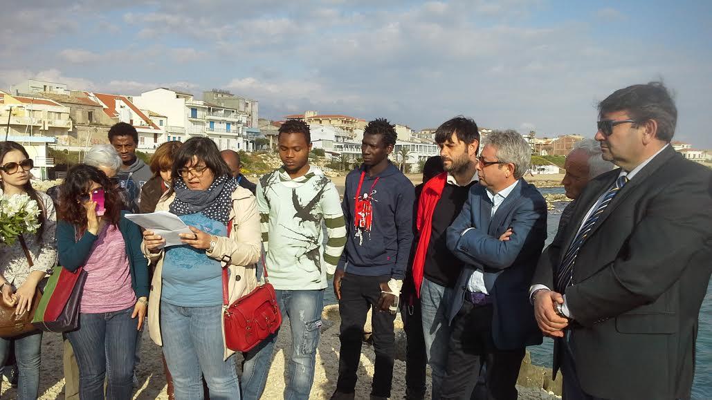 Scoglitti, flash mob per ricordare le vittime delle stragi in mare