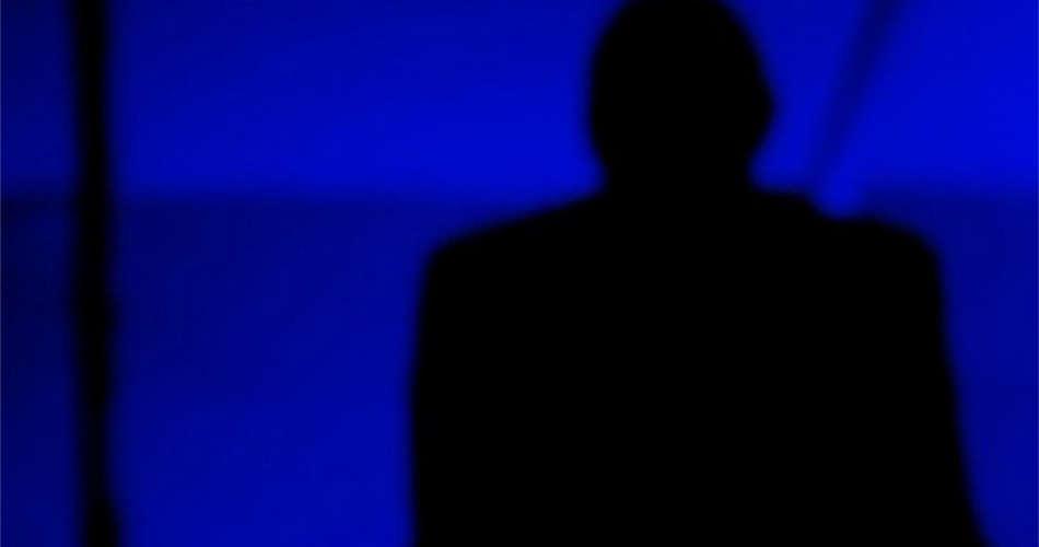 """Francia, suicidio in diretta streaming di una ragazza adolescente sull'app di Twitter """"Periscope"""""""