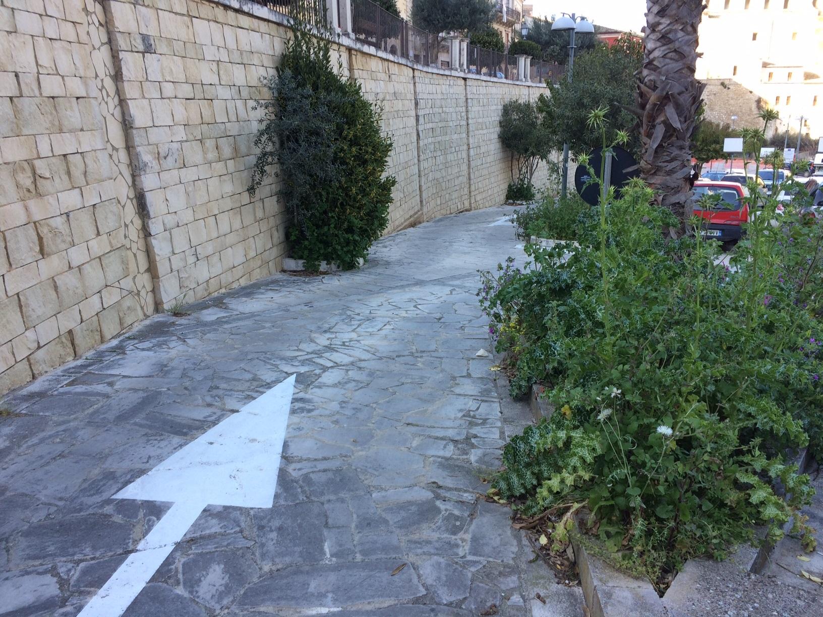 Ragusa, degrado al parcheggio di Largo San Paolo a Ibla