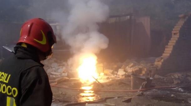 Napoli. Esplode una fabbrica di fuochi di artificio a Qualiano: Tre morti e tre feriti