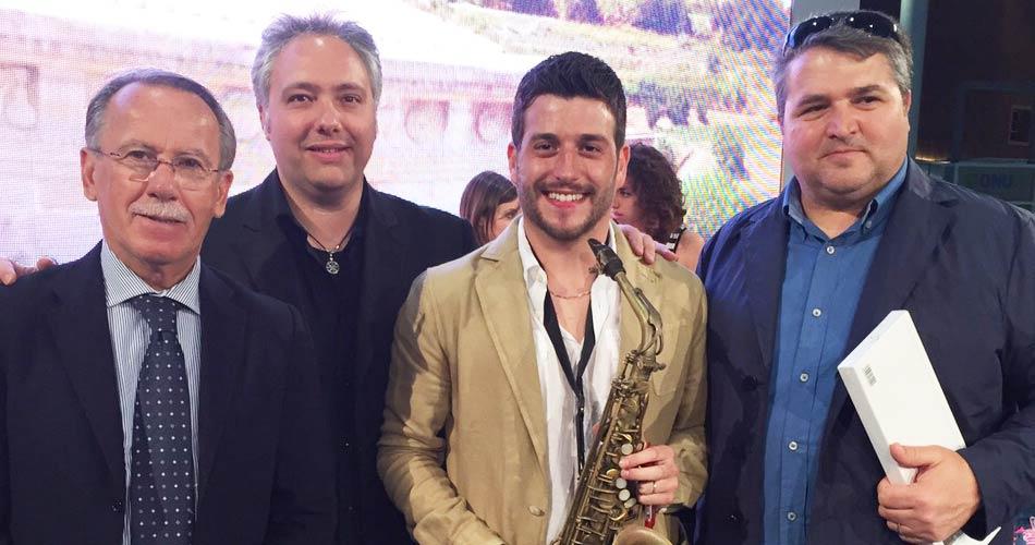 Concerto di Cafiso al Cluster BioMediterraneo dell'Expo: Un inno alla Sicilia e ai prodotti d'eccellenza del territorio ibleo