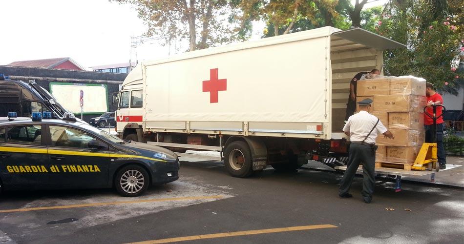 Accoglienza migranti: la GdF di Catania devolve in beneficenza oltre 18.000 capi di abbigliamento contraffatti