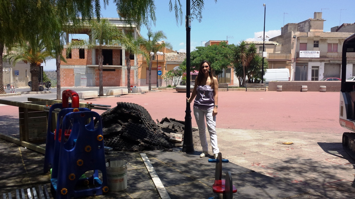 Acate. Imminente la realizzazione del parco giochi di Piazza Matteotti. Lo comunica l'assessore ai Servizi Sociali ed alla Solidarietà, Isaura Amatucci.