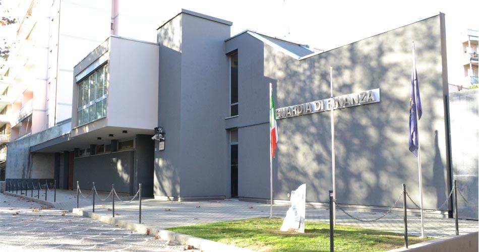 """Albenga. GdF e CC sequestrano l'intero patrimonio di un """"truffatore seriale"""""""