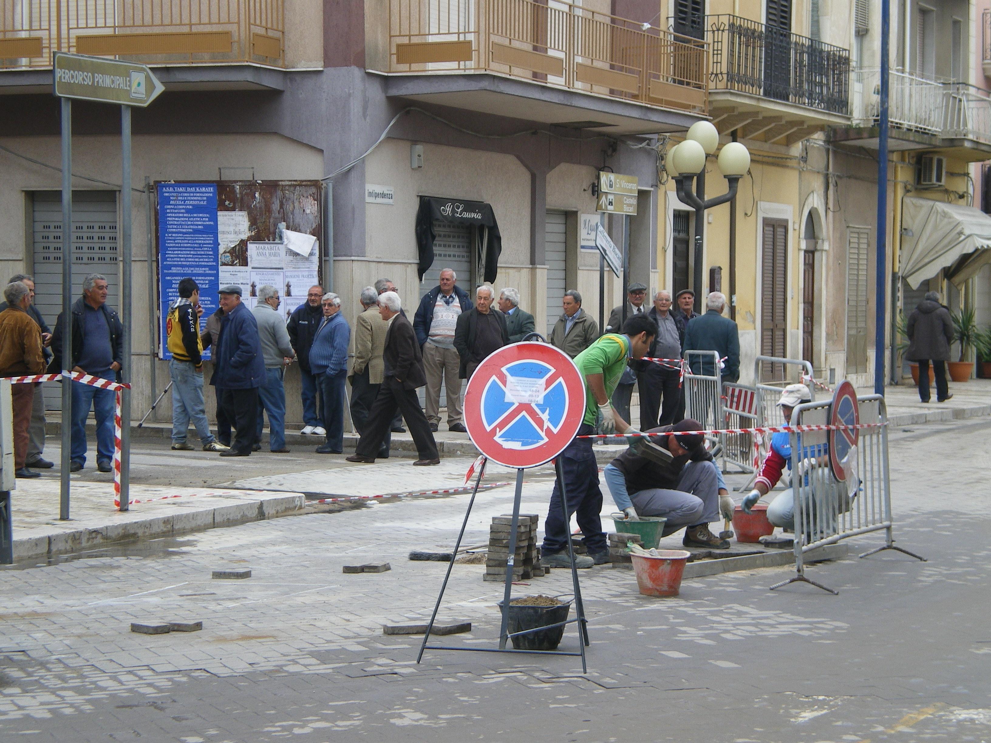 Acate. Il Comune denuncia la ditta che curò la pavimentazione di un tratto di Corso Indipendenza nel 2009.