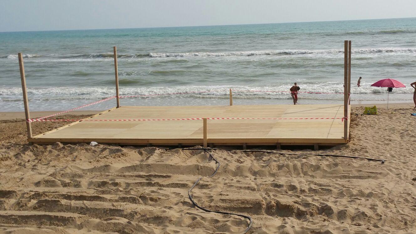 Marina di Acate, realizzata una piattaforma in legno per attività sportive e ricreative.