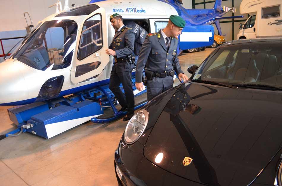 Evasione e frode fiscale milionaria: Sequestrati conti correnti bancari, un elicottero e una porsche