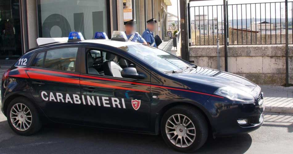 Maltratta la moglie e la figlia. I Carabinieri lo arrestano