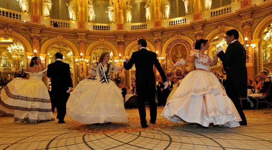 Danza storica, siciliani ospiti d'eccezione al gran ballo di Parigi