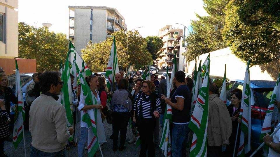 Lavoratori ex LSU, ieri la protesta dinanzi alla sede dell'ufficio scolastico provinciale di Ragusa