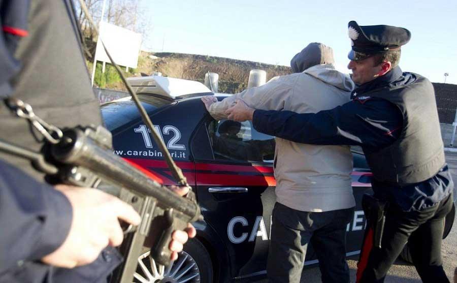 Senegalese aggredisce i carabinieri: Arrestato