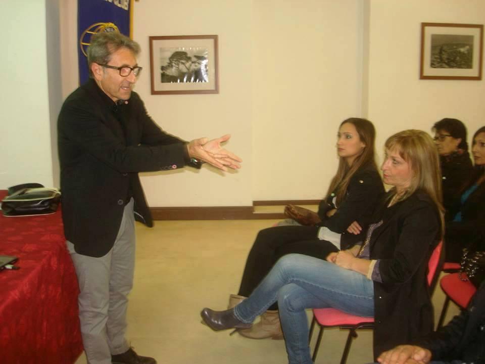 """Acate. """"La nuova frontiera della violenza scolastica"""". Incontro al Castello con il dott. Giuseppe Raffa."""