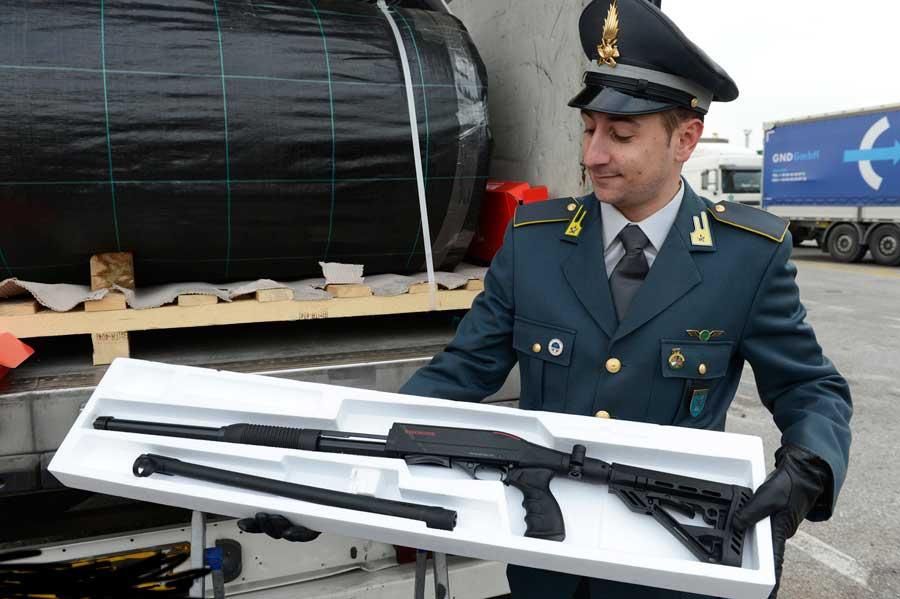 Sequestrati quasi 800 fucili a pompa diretti dalla Turchia al Belgio