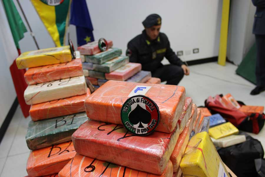 Reggio Calabria. Maxisequestro di 344 Kg di cocaina purissima al porto di Gioia Tauro