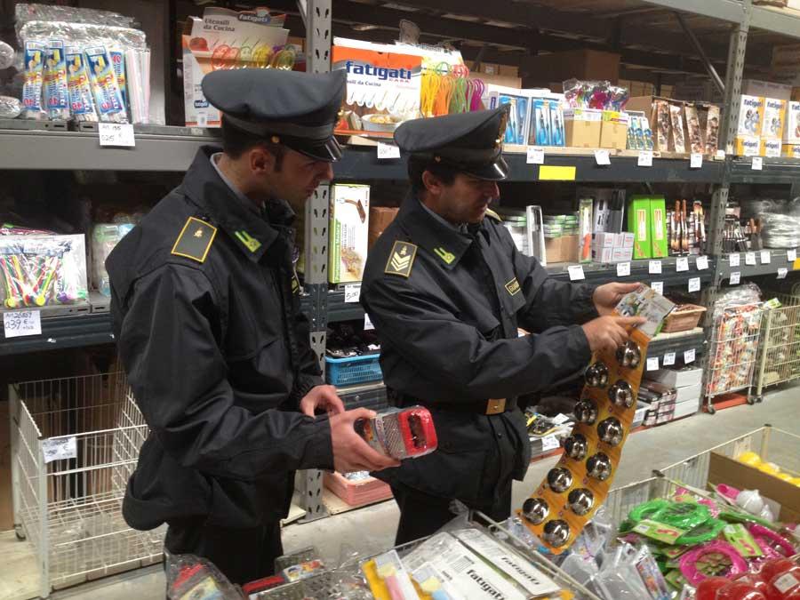 """Milano. Operazione """"Natale 2015"""": Sequestrati milioni di prodotti non sicuri"""