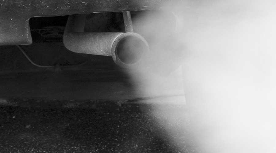 Smog. Greenpeace monitora aria nei pressi di dieci scuole di Palermo: «I veleni dei diesel, una nube che assedia le nostre città»