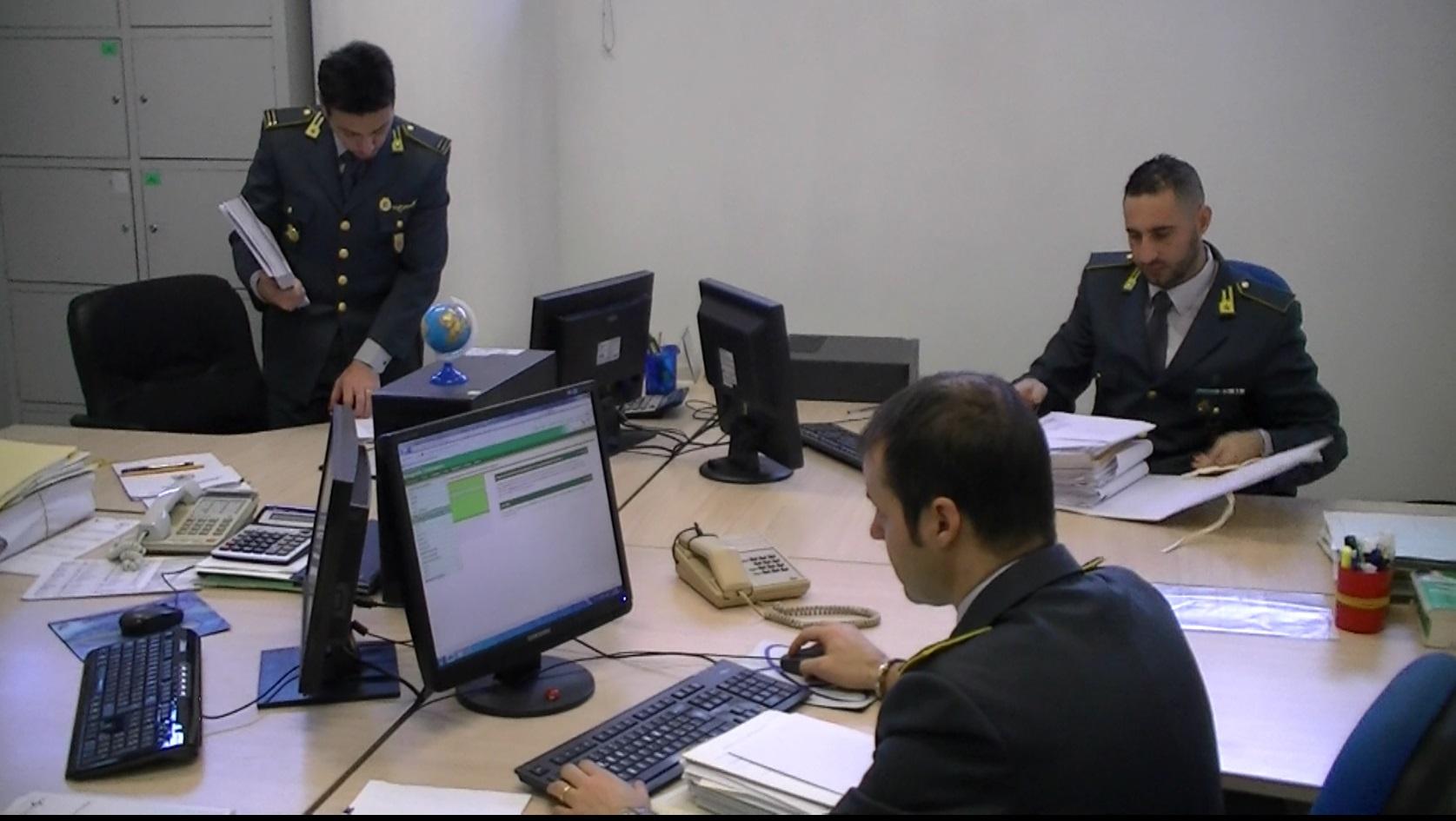 Prato: contrabbando ed evasione fiscale: denunciati 7 soggetti