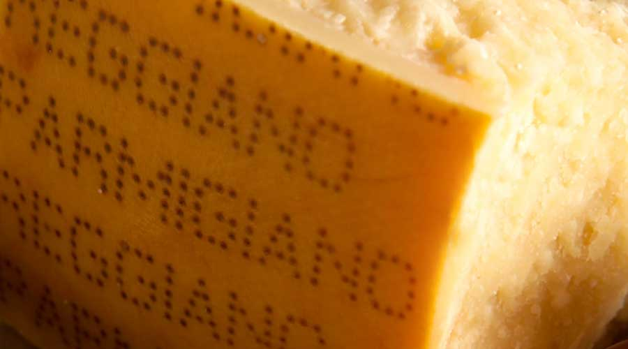"Scandalo alimentare negli Usa: ""Parmesan"" il falso made in Italy contiene cellulosa"