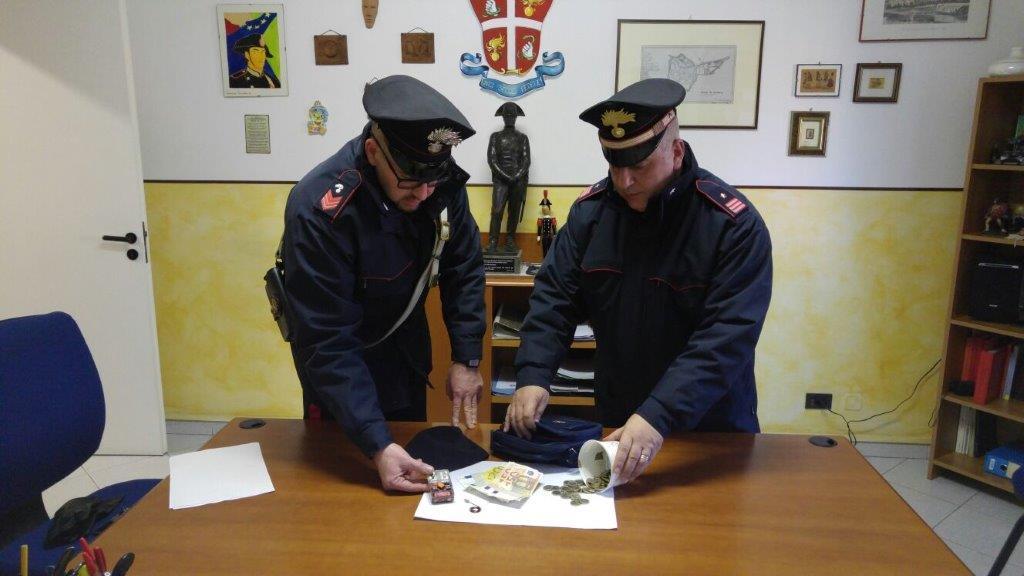 San Damiano d'Asti. Manometteva i cambiamonete. Dopo l'arresto denunciati anche i complici.