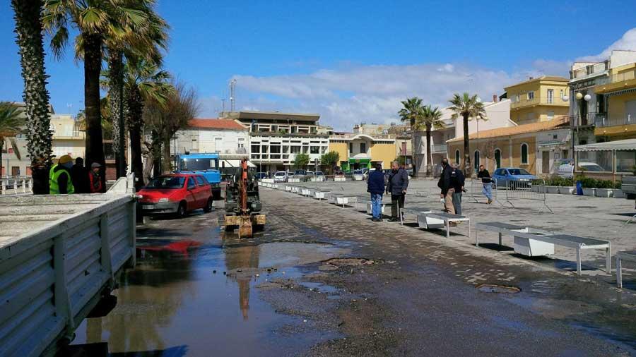 Scoglitti. Manutenzioni, avviato intervento di riparazione stradale in Piazza Sorelle Arduino